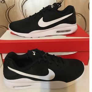 Nike air black and white sneakers, size 8